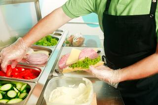 food-safety-gloves-in-deli-environment
